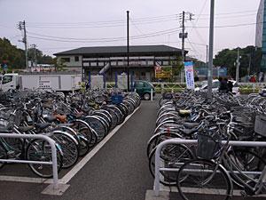 新横浜駅篠原口:GR DIGITAL 28mm相当、1/760sec、F3.5、ISO64、-0.3EV、プログラムオート