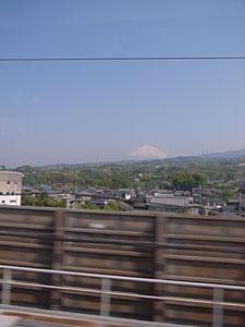 富士山(東海道新幹線車内から):GR DIGITAL、28mm相当、1/270sec、F7.1、ISO64、-0.3EV、プログラムAE