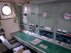 帆船日本丸(横浜市西区)無線室:GR DIGITAL,28mm相当、1/32、F2.4開放、ISO148、-0.3EV、プログラムAE