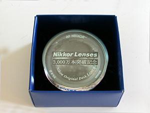 ニッコールレンズ3000万本突破記念オリジナルデスクルーペ(2001年)