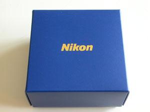 ニッコールレンズ3000万本突破記念オリジナルデスクルーペ内箱(2001年)