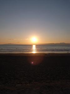 相模湾の夕陽:GR DIGITAL、28mm相当(5.9mm)、1/620sec、F7.1、ISO64、プログラムAE