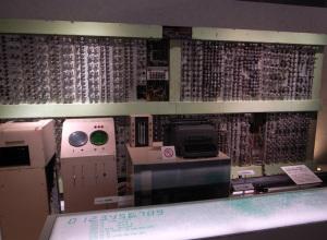 真空管式計数型電子計算機FUJIC(国立科学博物館):GR DIGITAL、28mm相当、F2.4開放、1/18sec、ISO154、プログラムAE、-0.3EV