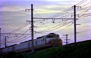 特急くろしお(キハ81)1976年頃:Asahi Pentax SV、SMC Takumar 200mm F4、Sakura Color II、Nikon SUPER COOLSCAN 5000 ED