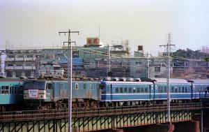 ブルートレインきらめく紀州路号(EF58 + 20系客車?):Asahi Pentax SV、SMC Takumar 200mm F4、フジカラー、SUPER COOLSCAN 5000 ED