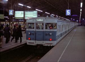 阪和線ブルーライナー113系(国鉄天王寺駅)1978年頃:Asahi Pentax SV、Super Takumar 55mm F1.8、絞りF1.8開放、シャッタースピード不明、Skylight filter、Sakuracolor II、Nikon SUPER COOLSCAN 5000 ED(ICE、GEM、Digital DEE使用、FH-3)