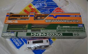 2010プラレール博 in TOKYO限定の「トワイライトエクスプレス」と「近鉄30000系ビスタカー」、入場記念の「成田エクスプレス」中間車