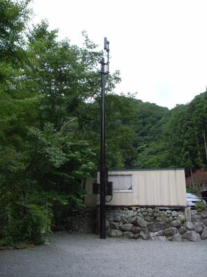 西丹沢大滝キャンプ場のFOMA基地局:GR DIGITAL、28mm相当、F3.5、1/500sec、ISO64、プログラムAE、-0.3EV