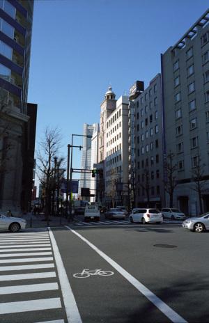 本町3丁目(横浜市中区):CONTAX G1、Carl Zeiss Biogon T* 28mm F2.8、F8AE、+2/3段補正、CONTAX P-Filter、GG-1シェード(フード)、Kodak PORTRA 400NC、Nikon SUPER COOLSCAN 5000 ED(ICEありGEMなし)