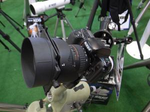 CP+2011でKenkoの天体望遠鏡ブースにあったNikon F50D:GR DIGITAL、28mm相当、F2.4開放、1/17sec、ISO154、プログラムAE、-0.3EV