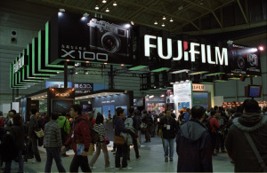 CP+2011の富士フイルムブース:Nikon F3、Ai Nikkor 35mm F2S、F5.6、1/30sec、L37c、Kodak SUPER GOLD 400、Nikon SUPER COOLSCAN 5000 ED(ICEあり、GEMなし)