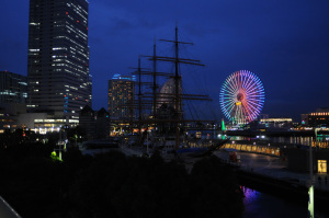 帆船日本丸(横浜市):Nikon D300、Ai Nikkor 20mm F2.8S、F2.8開放、1/30sec、ISO-Auto(ISO1000)、-0.3EV、AWB、マルチパターン測光、L37c