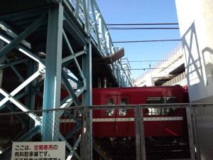横浜駅北側跨線橋:CASIO G'zOne TYPE-X、4.60mm、F2.8、1/277.8秒、レンズ前面に保護シールあり。