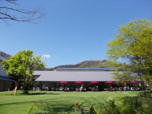 箱根ラリック美術館:Nikon COOLPIX S30、4.1mm(29.1mm相当)、F3.3開放、1/639.8秒、ISO80、すべてオート
