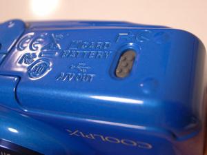 Nikon COOLPIX S30、壊れた蓋のロック(外見では故障はわからない)