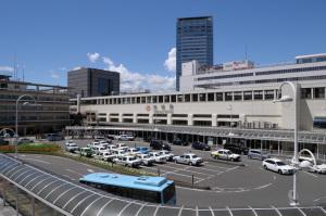静岡駅:Nikon D300、AF-S DX NIKKOR 18-55mm f/3.5-5.6G VR、18mm、F11、1/400秒、VR:ON、AWB、ピクチャーコントロール:ポートレート、Nikon NCフィルター、ISO200、-0.3EV
