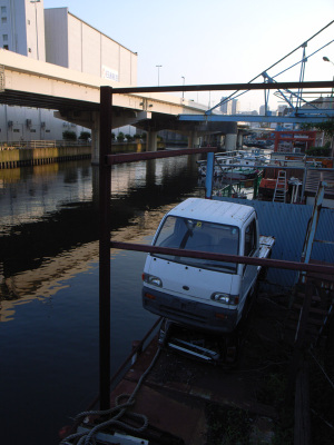 神奈川新町(横浜市神奈川区):Ricoh GR DIGITAL、28mm相当、F3.5、1/97秒、ISO64、-0.3EV、プログラムAE、AWB