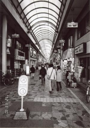 横浜橋商店街(横浜市南区):CONTAX G1、Carl Zeiss Biogon T* 21mm F2.8、F5.6AE、ILFORD XP2 SUPER、Kenko L37 Super PRO、アナログカラープリントL判(Kodak Royal Paper)、EPSON GT-X770