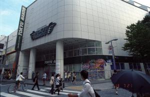 東急ハンズ横浜店閉店:Nikon F100、Ai Nikkor 20mm F2.8S、F8AE、Kodak PORTRA160(+2/3段)、L37C、Nikon SUPER COOLSCAN 5000ED、Windows7 Professional 64bit、ICEありGEMなしROCなし