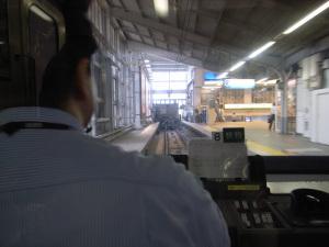 品川駅(京浜急行電鉄):Ricoh GR DIGITAL、F2.4開放、1/15秒、ISO154、-0.3EV,AWB