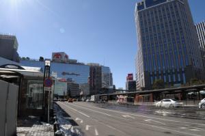 横浜駅西口その2:Nikon D300、AF-S DX NIKKOR 18-55mm f/3.5-5.6G VR、ワイドコンバーターアタッチメントNH-WM75、18mm(20mm相当)、1/400、F10、ISO200、-0.3EV、ピクチャーコントロール:PORTRAIT、AWB