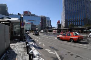 横浜駅西口その1:Nikon D300、AF-S DX NIKKOR 18-55mm f/3.5-5.6G VR、ワイドコンバ-ションアタッチメントNH-WM75、18mm(20mm相当)、1/400、F10、ISO200、-0.3EV、ピクチャーコントロール:PORTRAIT、AWB