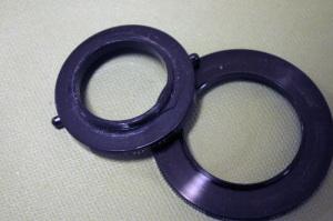 割れたレイノックスRA3730(30mm→37mm)(左)