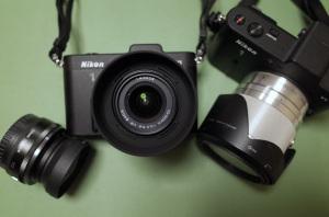 左から、1 NIKKOR 10mm f/2.8 + Ricoh GW-1、Nikon 1 V1 + 1 NIKKOR VR 10-30mm f/3.5-5.6(今回購入したもの)、Nikon 1 V1 + 1 NIKKOR VR 10-100mm f/4-5.6