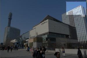 みなとみらい(横浜市西区):Nikon 1 V1、1 NIKKOR VR 10-30mm f/3.5-5.6、10mm(27mm相当)、F5.6、1/1000秒、ISO100、プログラムAEAWB、ピクチャーコントロール:ポートレート、Nikon NCフィルター、HB-N101の切り取り箇所