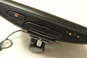 RM-XR550XLのホールド用台座(クレードル)を下を先にはめてきちんとはまっていない状態