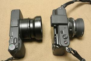 (左)リコーGR + GW-3 + GH-3、(右)Nikon 1 V1 + 1 NIKKOR 10mm f/2.8 + リコーGW-1 37→40.5mmステップアップリング