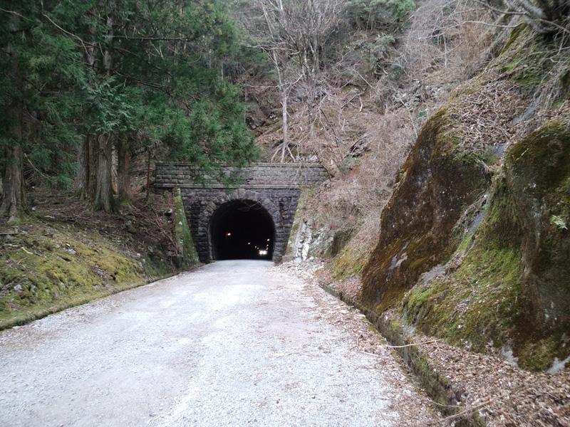 旧天城トンネル南側:CASIO G'zOne TYPE-X、4.60mm、F2.8、1/24sec、感度不明、レンズ表面に保護シールあり