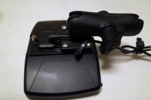 R.W.C バイク用ナビRM-XR550XLの背面とRAMマウント