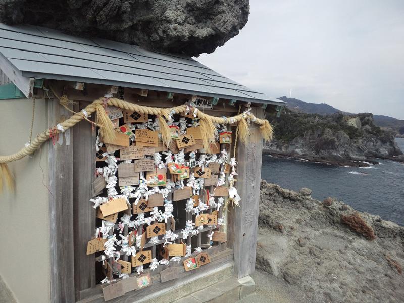 石廊崎・熊野神社(石室神社):CASIO G'zOne TYPE-X、4.60mm、F2.8、1/666.7sec、感度不明、レンズ表面に保護シールあり