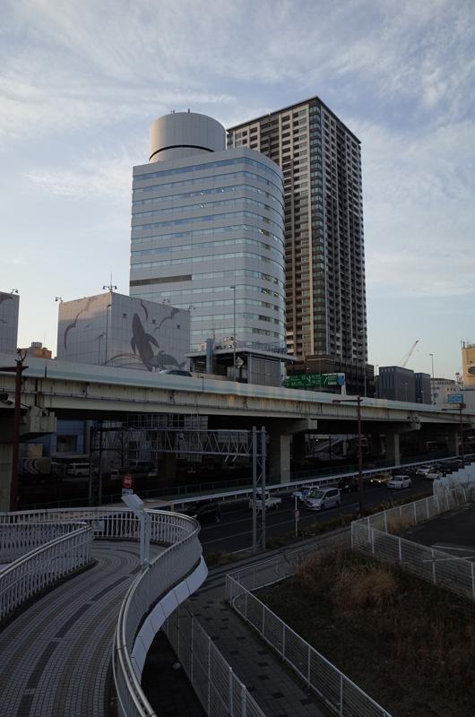 旧日産本社ビル(横浜市西区):Ricoh GR、18.3mm(35mm版28mm相当)、F5.6、1/125秒、プログラムAE、ISO-AUTO(ISO 100)、AWB、画像設定:スタンダード、スポットAF