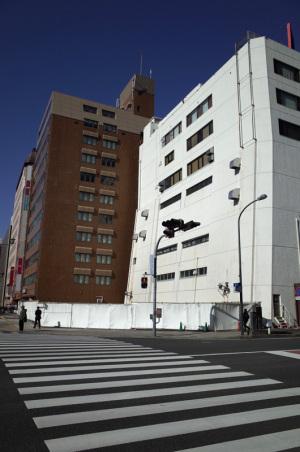 神奈川県警本部尾上町分庁舎跡(横浜市中区尾上町1-1):Ricoh GR、18.3mm(35mm版28mm相当)、F5.6、1/2000秒、プログラムAE、ISO-AUTO(ISO 100)、AWB、画像設定:スタンダード、スポットAF