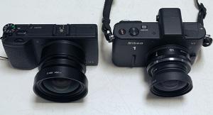 【左】Ricoh GR + GH-3 + GW-3、【右】Nikon 1 V1 + 1 Nikkor 10mm f/2.8 + GW-1