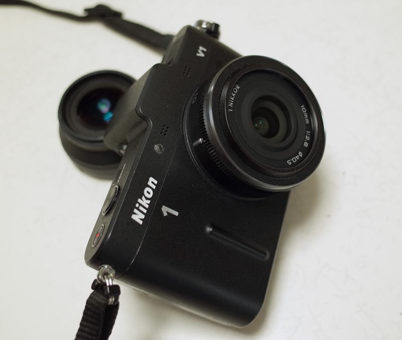 Nikon 1 V1 + 1 NIKKOR 10mm f/2.8 (後ろにRicoh GW-1)
