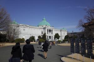 東京国立博物館本館:Ricoh GR、18.3mm(35mm版28mm相当)、F4、1/2000秒、プログラムAE、ISO-AUTO(ISO 100)、AWB、画像設定:スタンダード、スポットAF