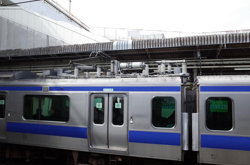 JR東日本E531系電車(JR上野駅):Ricoh GR、18.3mm(35mm版28mm相当)、F4.0、1/250秒、プログラムAE、ISO-AUTO(ISO 100)、AWB、画像設定:スタンダード、スポットAF