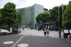 国立新美術館(東京・六本木):Ricoh GR、18.3mm(35mm版28mm相当)、F5.6、1/250秒、プログラムAE、ISO-AUTO(ISO 100)、AWB、画像設定:スタンダード、スポットAF