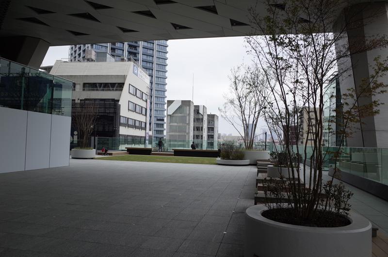 西武ホールディングス新本社「ダイヤゲート池袋」(東京・池袋、2019年3月末撮影):Ricoh GR、18.3mm(35mm版28mm相当)、F5.0、1/125秒、プログラムAE、ISO-AUTO(ISO 100)、AWB、画像設定:スタンダード、マルチAF