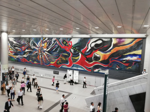 【写真1】岡本太郎「明日の神話」(渋谷駅):HUAWEI P20 lite(ANE-LX2J)、3.81mm、F2.2開放、1/33.3秒、ISO320、プログラムAE、AWB、【JPEG撮って出し:縮小のみ】