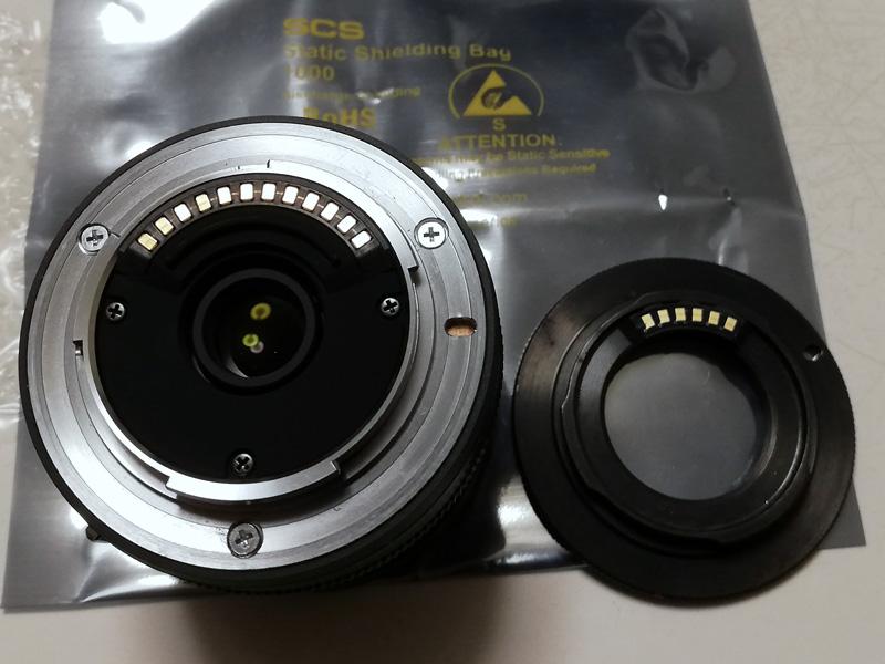 1 NIKKOR 10mm f/2.8とGfotoのタンポポチップ付きCマウント‐Nikon1用マウントアダプターの接点面