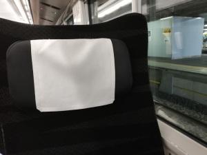 【作例4】JR東日本E657系電車普通車座席:Huawei P20 lite(ANE-LX2J)、3.81mm(35mm版26mm相当)、F2.2開放、1/25秒、ISO500、プログラムAE、AWB