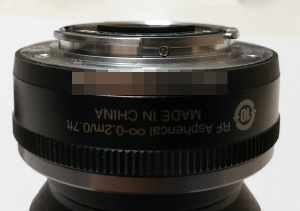 【写真2】1 NIKKOR 10mm f/2.8の接点の出っ張り