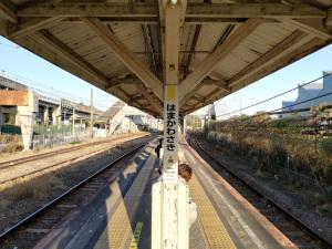 JR鶴見線浜川崎駅ホーム:Huawei P20 lite(ANE-LX2J)、3.81mm(35mm版26mm相当)、F2.2開放、1/373.8秒、ISO50、プログラムAE、AWB