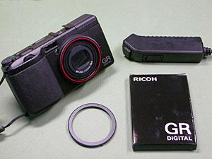 GR DIGITAL プレミアムリング赤 and ケーブルスイッチCA-1
