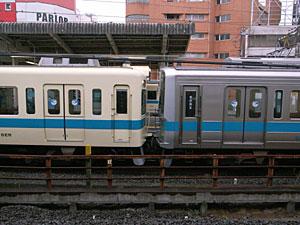 連結3(小田急藤沢駅をJR東日本藤沢駅から撮影):GR DIGITAL 28mm相当、1/500sec、F3.5、ISO400、-0.3EV、プログラムAE