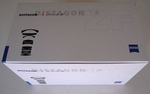Carl Zeiss Distagon T* 2/28 ZF 外箱